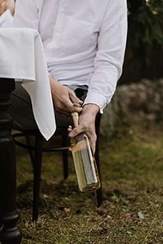 déboucher une bouteille de vin sans tire bouchon